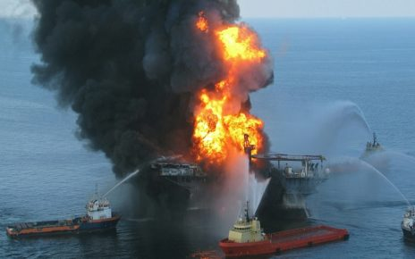 """UK warns of """"catastrophic threat"""" from Yemeni oil tankers"""