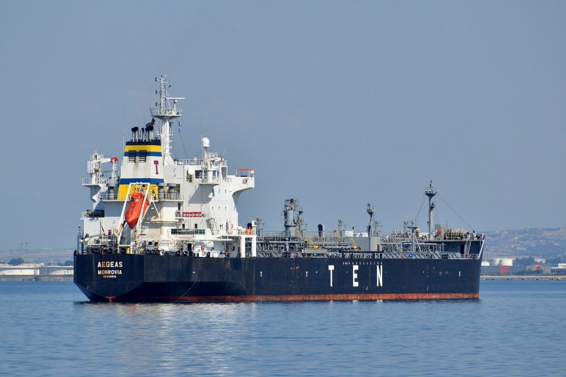 "UK warns of ""catastrophic threat"" from Yemeni oil tankers"