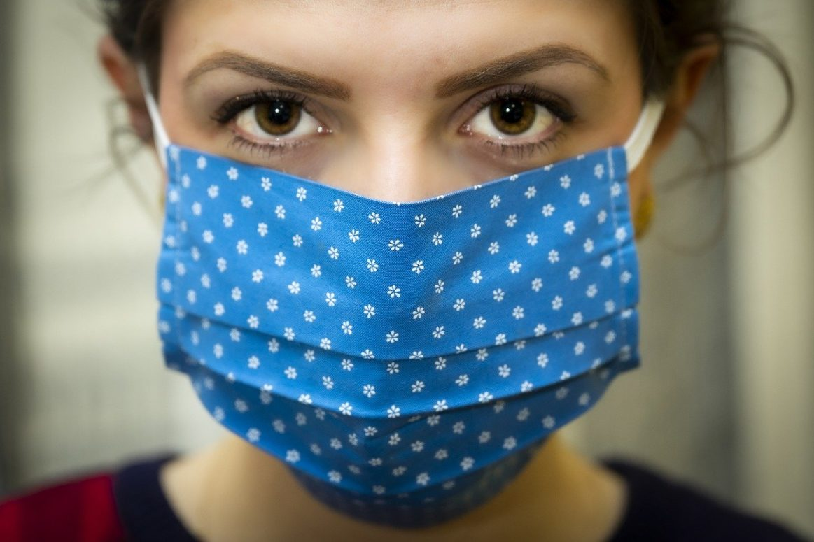Quebec reports another triple digit day of COV-19 infections